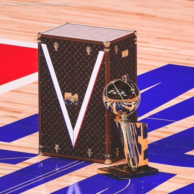 奢华!今年的奥布莱恩杯会装在一个定制LV皮箱内-第2张