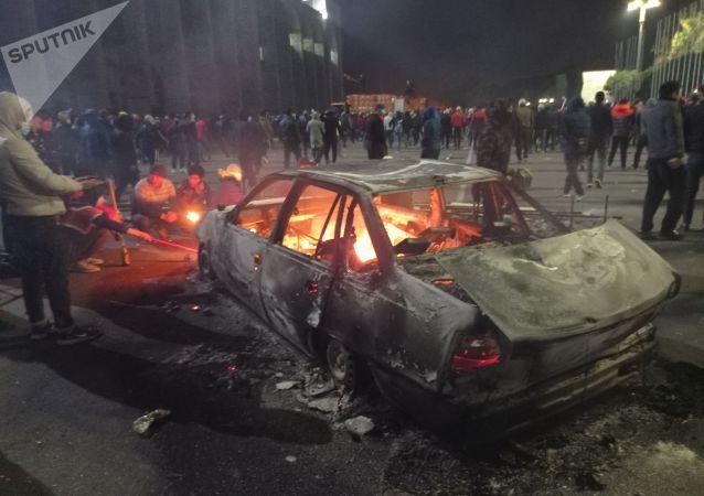 吉尔吉斯斯坦议会大选后爆发大规模骚乱,示威者闯入总统府,前总统被支持者释放【www.smxdc.net】 全球新闻风头榜 第1张