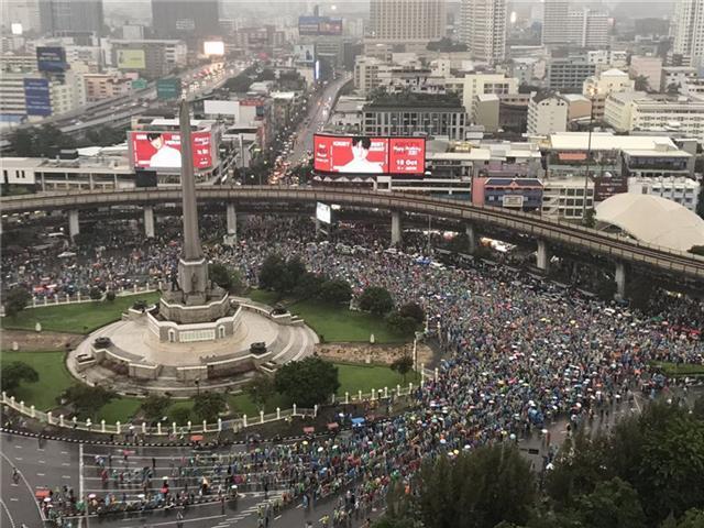 泰国爆发大规模示威游行,记者连线当地华人:尽量减少外出