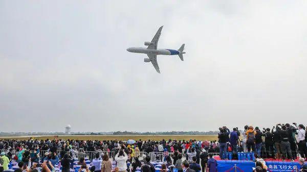 燃!国产大飞机C919全球首次动态展示