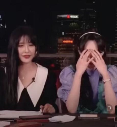 郑爽直播迟到一小时,被骂怕了很焦虑,称:不认为粉丝是属于她的 全球新闻风头榜 第4张