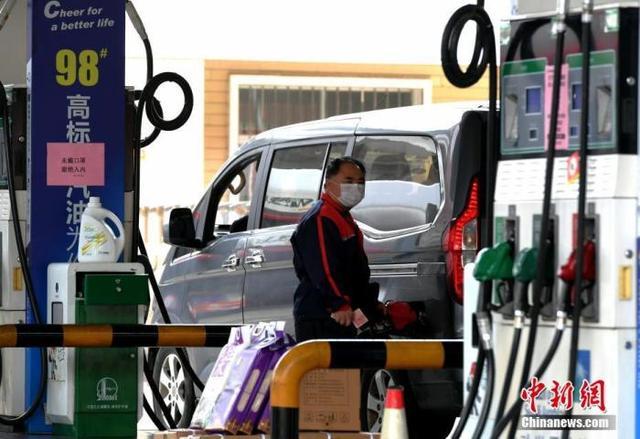 油价或迎三连涨 车主加满一箱油多花5.5元