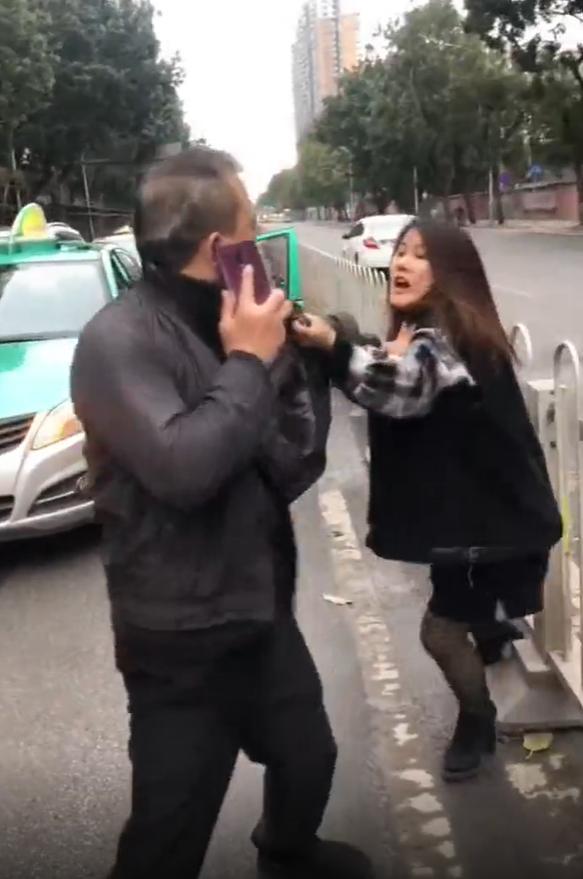 广州两女子当街殴打司机,律师表示涉嫌危害公共安全
