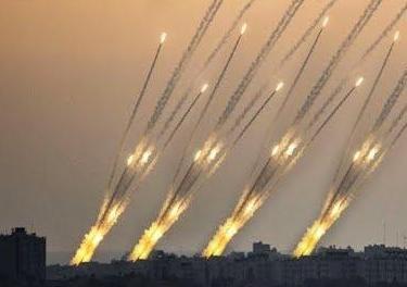 以色列拉响防空警报,火箭弹暴击致人受伤,以色列官方惨遭打脸-第1张