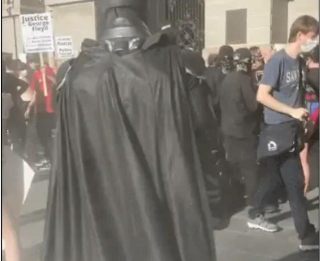 那个叫蝙蝠侠的男人还是出现了