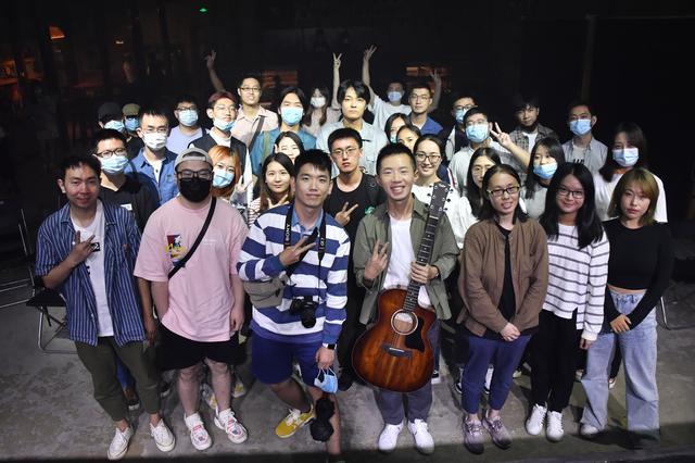 音乐唱作人郑兴北京谈唱会 用音乐诠释生命中的《眼泪博物馆》