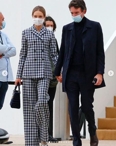 LV少奶婚后首秀Dior巴黎春夏,孟美岐云上看秀穿出一身清流-第1张