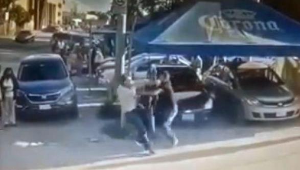 父亲得知女儿被侵犯,直接当街刺死对方,网友称这个父亲不理智-第1张
