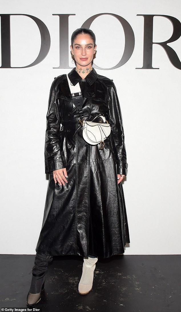 LV少奶婚后首秀Dior巴黎春夏,孟美岐云上看秀穿出一身清流-第21张