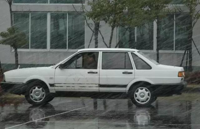 暴雨天考驾照,无形为考试增加了难度,这些细节千万要注意插图(4)