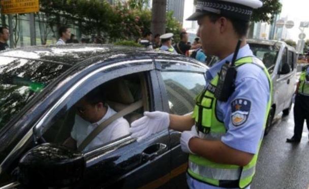"""忘拿驾驶证算""""无证驾驶""""吗?交警:出示这个,不罚款插图(1)"""