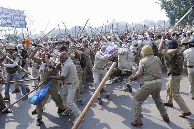 印度社会矛盾激化,北方邦爆发大规模抗议,街头上演美国常见一幕-第1张
