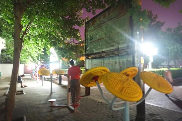 「游园夜景醉游人」晚上8点以后的工人文化宫,美爆了插图11