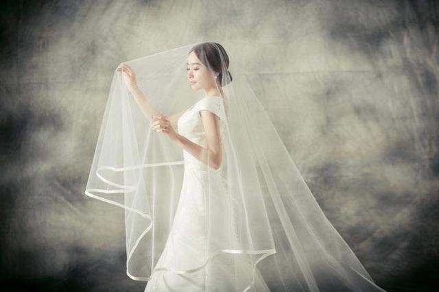 披上婚纱是每个女孩子的公主梦,穿越历史探索洁白婚纱的诞生发展-第6张