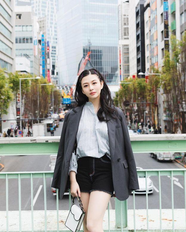 邱淑贞女儿沈月登上大刊封面,18岁星二代的时装进化之路-第11张