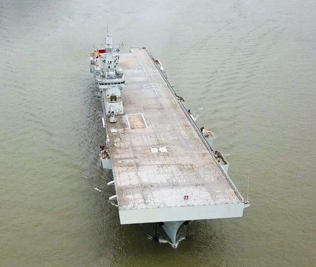 好看的军舰一定也很好用,075两栖攻击舰的颜值其实很不错-第11张