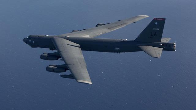 3架核轰炸机冲向领空,苏30战机升空反击,最后关头美军调转枪口-第2张