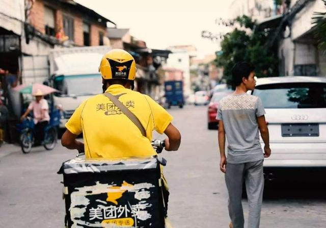 请把素质捡起来!武汉一外卖员电梯内小便,业主呼吁平台加强管理【www.smxdc.net】