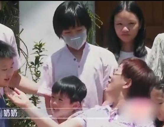 林志颖儿子Kimi罕露面,10岁身高已接近爸爸,戴口罩不露脸www.smxdc.net