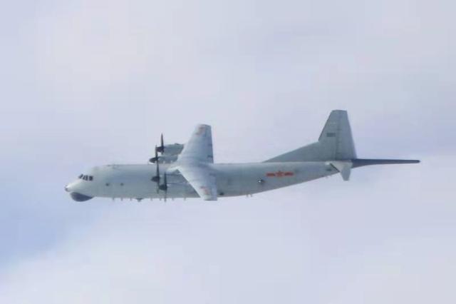 中国人民解放军军机聚集定速巡航中国台湾相邻航线