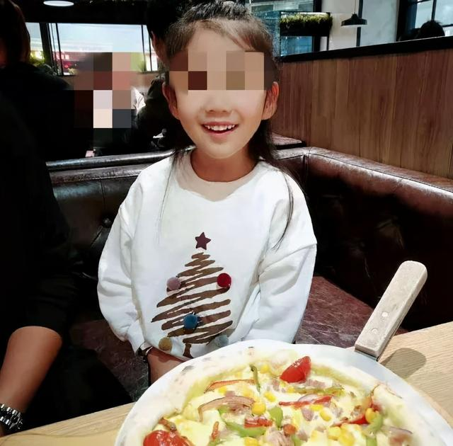 看见她给亲爸打电话就来气!知情人曝辽宁6岁女童被生母虐待原因