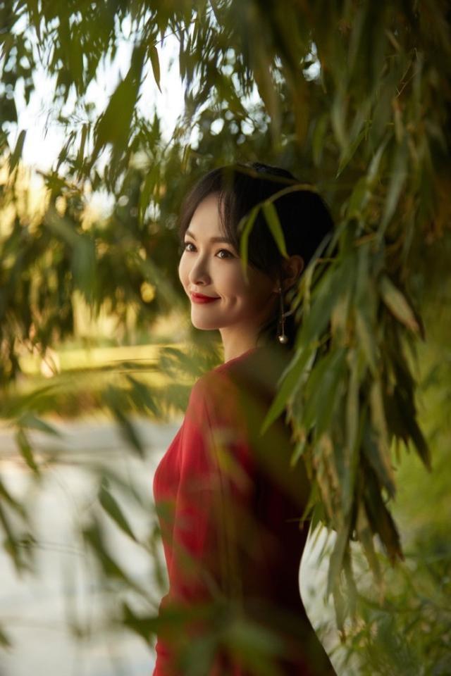 唐嫣国庆晚会高清照曝光,穿束腰红裙勾勒曼妙身姿,展甜笑超治愈-第2张