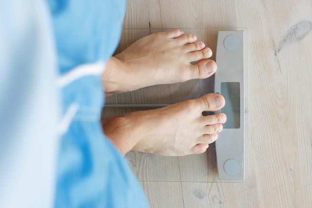 早晚体重差这么多?别称错体重了!减肥期掌握这5个知识点