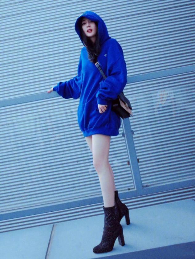 卫衣下面一定不要穿裤子,看看杨幂迪丽热巴,这样穿是有多美-第10张