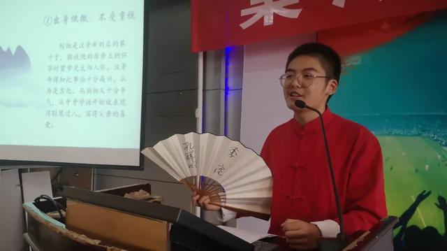 """棠湖中学新学年首次""""学生大讲堂""""顺利举办"""