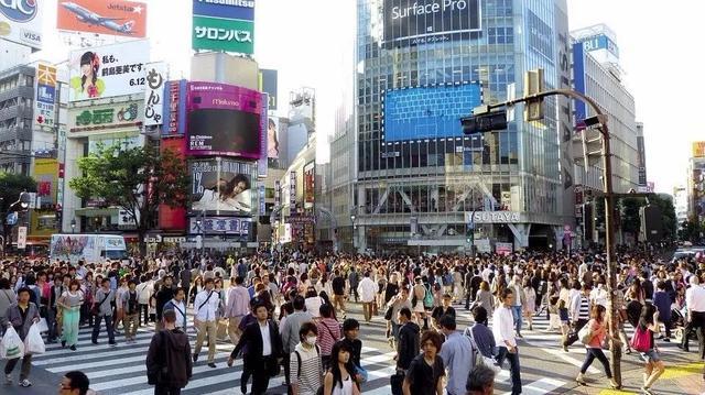 """游客减少98.5%,贸易顺差下降99%,日本经济再度""""恶化""""_赛车微信群"""