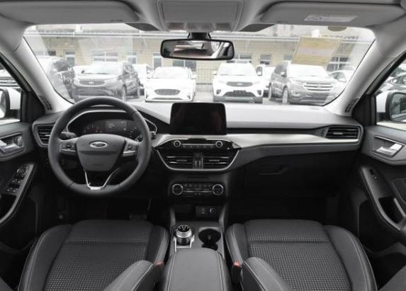 福特福克斯旅行版:11月将首次入华,配中国专属前脸,1.5T三缸机