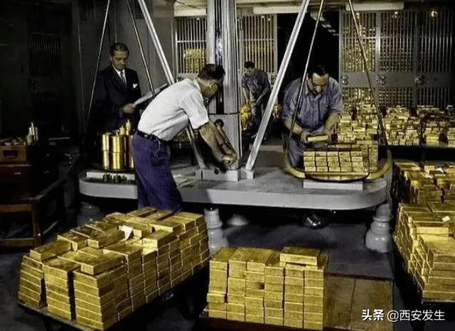 德国复查美联储黄金遭拒,中国打破沉默,做了俄罗斯没做成的事!    目前,包括德国,土耳其,匈牙利,比利时,法国,奥地利,委内瑞拉,瑞士和荷兰等在内的13个国家,已经宣布,将其运回美联储或英格兰银行以及其他海外黄金。德国复查美联储黄金遭拒,中国打破沉默,做了俄罗斯没做成的事!   荷兰中央银行此前必