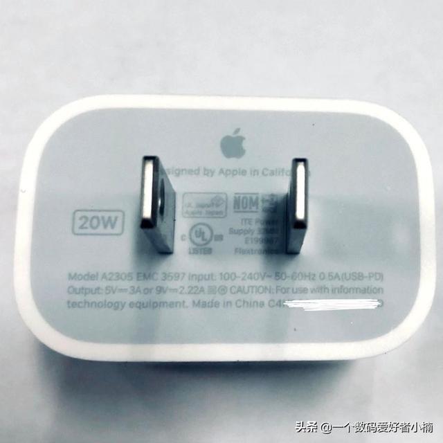 iPhone12系列有20W的充电头,彻底告别5W,果粉直呼良心,然而安卓即将进入100W快充时代。   虽然安卓充电功率不断提升千元机也已经有20瓦的水平了,但是iPhone这边依然只有18瓦的快充