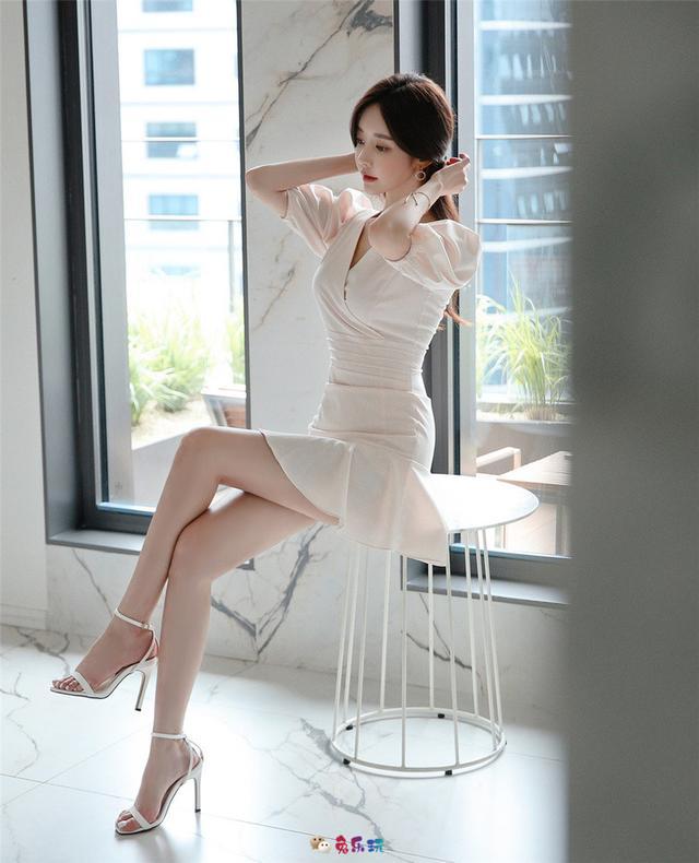 孙允珠丨粹色朦胧阳光午茶热恋百褶裙