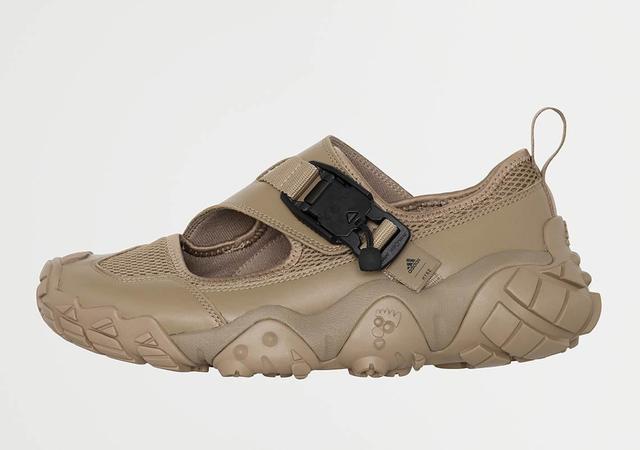 阿迪达斯adidas联名款再现天足系列,科比曾穿过第一双战靴