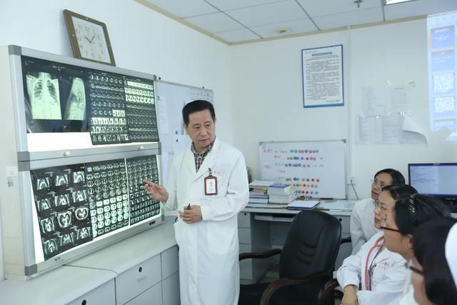 广西医科大学第一附属医院 30 名医护人员在援鄂援柬防疫防控及复工复产工作中获自治区嘉奖