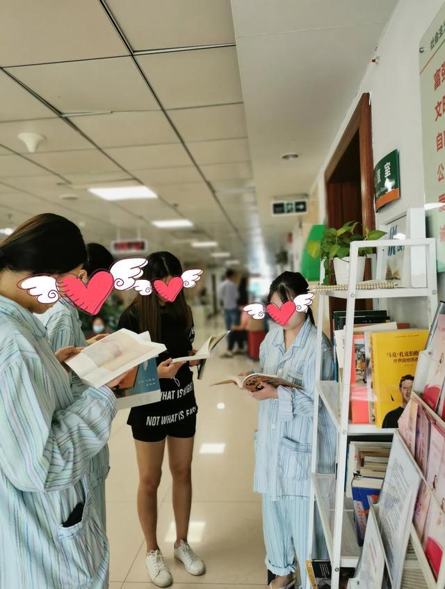暖心!医患和谐书为媒,患者给医院无偿捐赠近千本图书