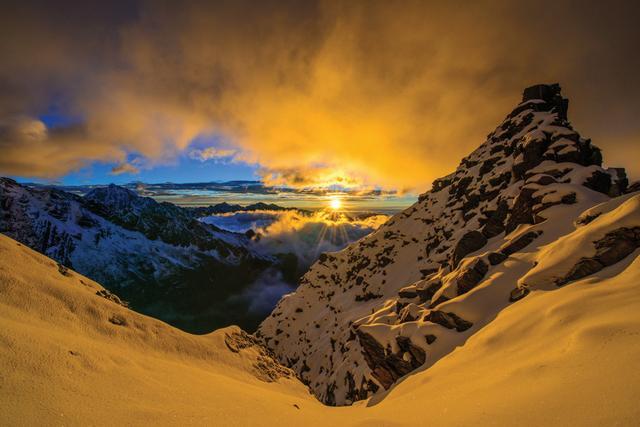 分享初级雪山攀登,挑战四姑娘山成功登顶二峰