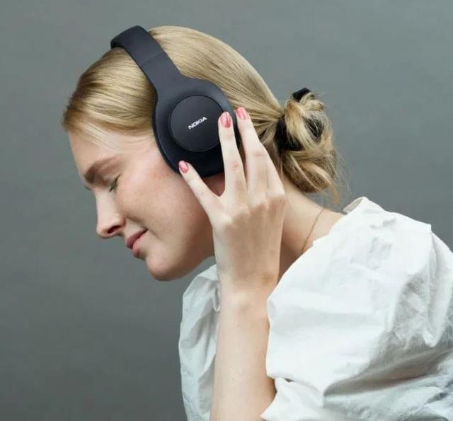 11月,诺基亚Essential无线耳机在全球发售