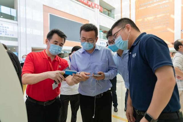 京东方科技集团来常州二院参观调研