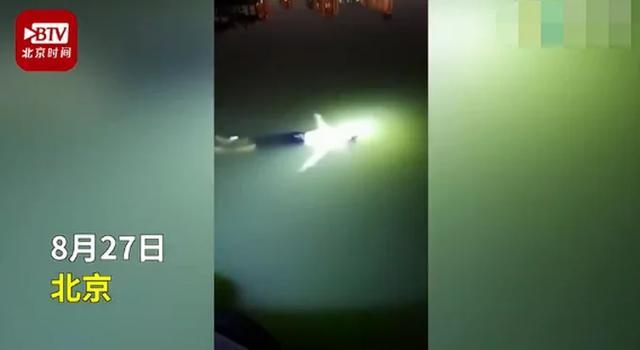 女孩落水后冷静漂浮自救 篮球教练跳入河中勇救落水女孩