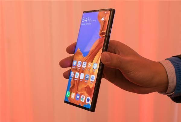 华为折叠屏手机外观大改:或将采用与三星同款方案