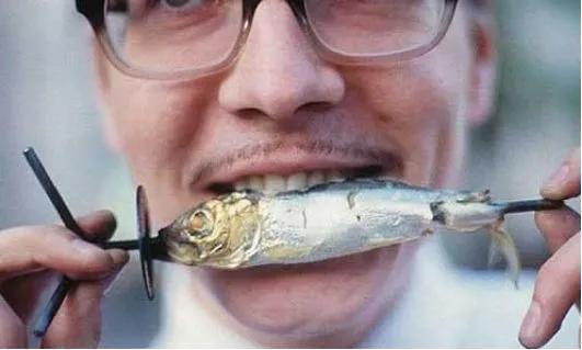 切记鱼刺卡住喉咙之后一定不要进食