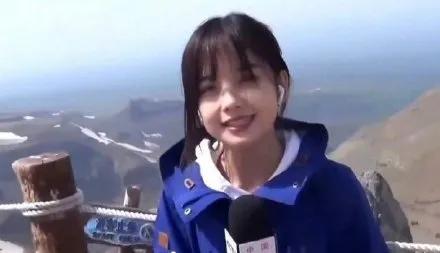 央视最美女记者王冰冰走红,网友:新晋国民情人