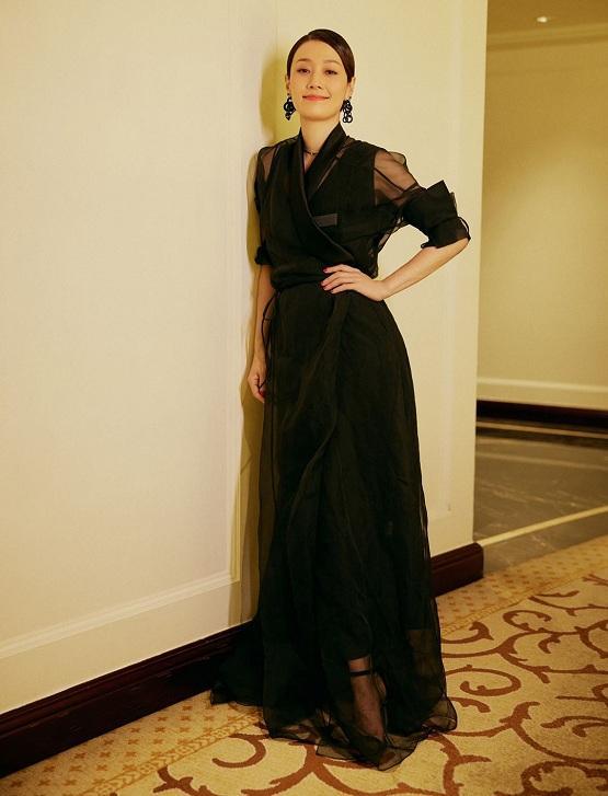 马伊琍黑纱裙写真优雅惊艳 化身复古港风摩登女郎