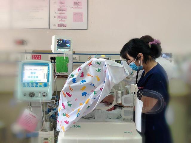 28 周早产儿身患 19 种疾病  新生儿科用爱织就「生命之网」