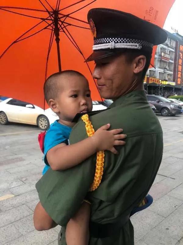 崇左一个两岁小男孩意外走丢,幸亏遇见了他们...... 崇左论坛