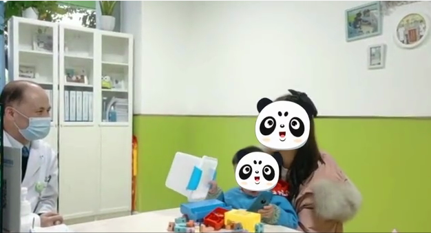 颜泽明主任面诊自闭症患儿