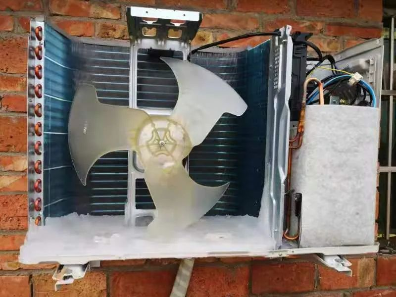 热风机通风口结霜,需用热水浇化?格力官方:已上门维修,暂未发现故障