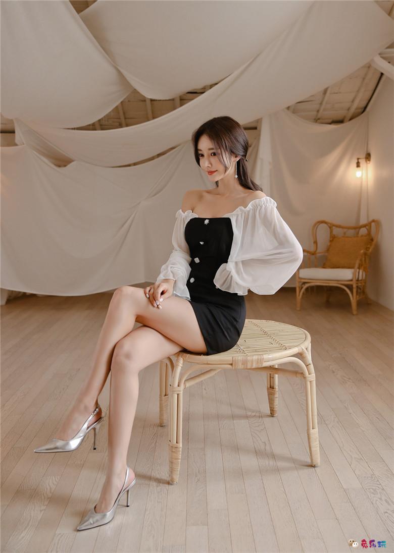 孙允珠丨阿尔泰雪莲幽黑细薄柔纱衣裙